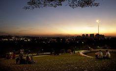 Praça do Pôr do Sol, entre Lapa e a Vila Madalena, na zona oeste de São Paulo, é um dos pontos mais bonitos para apreciar o pôr do sol na cidade.