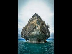 """El agua y su fuerza constante Han modelado,como Mano de arquitecto,estas impresionantes """"catedrales de marmol,en el Lago Gen.Carrera,en La Patagonia (Patrimonio natural)"""