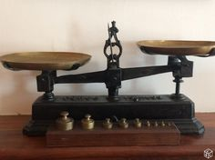 balances anciennes de pharmacie ou herboriste anciennes balances de pharmacie brocante j. Black Bedroom Furniture Sets. Home Design Ideas
