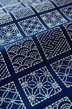 En blau i blanc