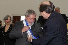 Lula será o 16º doutor honoris causa de universidade francesa em 140 anos — O lula não tem nem o primário completo. Universidades burras e demagogas.