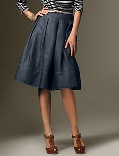 Love this for spring/summer.  Looking for pattern to sew it up.