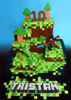 Wow!  We wonder how many hours went in to this stunning Minecraft cake