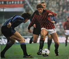 AC Milan 1 Inter Milan 0 in Nov 1978 at the San Siro. Franco Baresi comes forward with the ball in Serie A. Franco Baresi, Ac Milan, 1970s, Football, Running, Collection, Soccer, Keep Running, Why I Run