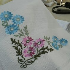 Cross Stitching, Cross Stitch Embroidery, Muslim Wedding Dresses, Flower Coloring Pages, Cross Stitch Flowers, Amazing Flowers, Cross Stitch Designs, Needlework, Quilts