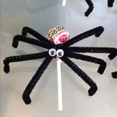 Halloween party favors: Spider lollipops all you need is Dum Dums (or the suckers of your choice), black pipe cleaners and googly eyes!