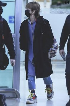 Gimpo airport back🏡from Tokyo ✈💙 Tumblr Fashion, Kpop Fashion, Korean Fashion, Mens Fashion, Fashion Outfits, Airport Fashion, Daesung, Vip Bigbang, G Dragon Fashion