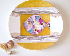Mi piace decorare animali,anche in una versione  un po' astratta, ma sicuramente di forte impatto! https://www.etsy.com/it/listing/189796109/piatto-porcellana-dipinto-a-mano-co?ref=shop_home_active_21