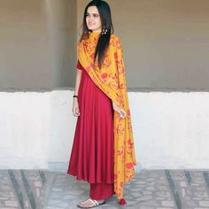 Haute spot for Indian Outfits. Office Outfits Women, Office Fashion Women, Indian Dresses, Indian Outfits, Western Dresses, Work Wear Office, Outfit Office, Casual Office, Casual Chic
