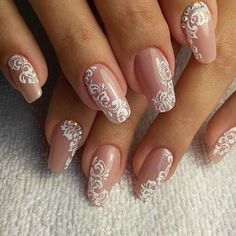 Semi-permanent varnish, false nails, patches: which manicure to choose? - My Nails Bride Nails, Prom Nails, Fun Nails, Pretty Nails, Bridal Nail Art, Wedding Nails Design, Glitter Wedding Nails, Lace Nail Design, Lace Nails