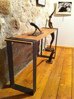 Today we are going to talk about ideas for console tables to decorate our home. My idea is to show some console tables in metal ! I hope you like it ! Iron Furniture, Steel Furniture, Industrial Furniture, Wooden Furniture, Home Furniture, Furniture Design, Furniture Movers, Wood Steel, Wood And Metal