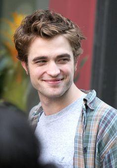 Robert Pattinson Photos - Robert Pattinson On Set Of 'Remember Me' In New York City 4 - Zimbio