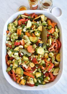 Pepi's kitchen: Φασόλια με λαχανικά στο φούρνο Pasta Salad, Cobb Salad, Kung Pao Chicken, Ethnic Recipes, Food, Crab Pasta Salad, Essen, Meals, Yemek