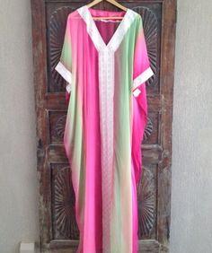 PINTEREST   MUSKAZJAHAN - Pink and green dyed kaftan dress Arab Fashion b606d116e