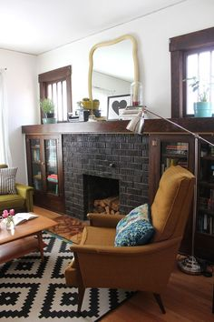 looooovely....a fireplace with built-ins around it.