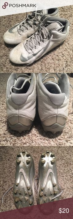 Women's Nike speedlax lacrosse cleats size 8.5 Women's Nike lacrosse cleats! These cleats have definitely been worn a bit but the only damage is the white has faded. Nothing a little soap and water can to do make these cleats look good as new! Great cleats to run in for sports! Nike Shoes Athletic Shoes
