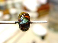Wavy Bead Tutorial http://harrachglass.blogspot.ru/2012/03/wavy-bead-tutorial.html
