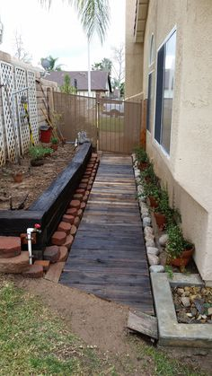 95 Fantastic Side Yard Garden Pathway Landscaping Ideas – Famous Last Words Small Backyard Gardens, Outdoor Gardens, Side Yard Landscaping, Landscaping Ideas, Walkway Ideas, Sideyard Ideas, Railroad Ties Landscaping, Walkway Designs, Backyard Ideas