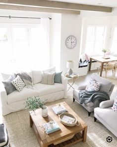Happy Monday everyone! We started the week with gorgeous sunshine in Chicago, and a high of 55 degrees! ☀️🙌🏼☀️Also I'm leaving for a girls… Cushions On Sofa, Couch, Living Room Inspiration, Bookshelves, House Design, Interior Design, Happy Monday, Family Rooms, Chicago