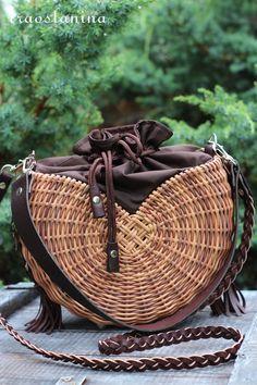 Paper Weaving, Hand Weaving, Rope Crafts, Beaded Bags, Summer Bags, Handmade Bags, Basket Weaving, Rattan, Leather Wallet