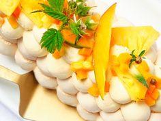 bûche pavlova aux fruits exotiques : Recette de bûche pavlova aux fruits exotiques - Marmiton