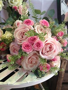 Bouquet Of Roses - Beautiful Flower Arrangements and Flower Gardens Beautiful Flower Arrangements, Romantic Flowers, My Flower, Pretty Flowers, Floral Arrangements, Wedding Flowers, Pink Roses, Pink Flowers, Flowers Nature
