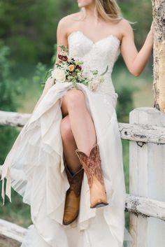 58 Trendy Wedding Country Rustic Dresses Cowboy Boots wedding dresses with boots 58 Trendy Wedding Country Rustic Dresses Cowboy Boots Country Style Wedding Dresses, Lace Wedding Dress, Country Wedding Dresses, Dream Wedding Dresses, Bridal Style, Bridal Dresses, Wedding Styles, Wedding Country, Wedding Ideas