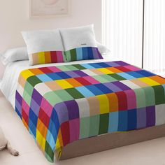 5 Quirky Bedding Ideas for Tweens & Teens - Child Mode King Duvet Cover Sets, Duvet Sets, Duvet Covers, Quilting Projects, Quilting Designs, Rainbow Quilt, Rainbow Bedding, Solid Wood Furniture, Easy Quilts