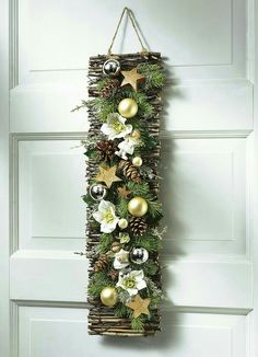 Zu Weihnachten basteln - Wundervolle DIY Bastelideen zum Fest Tinker for Christmas - DIY craft ideas - Christmas decorating ideas déco Noel Christmas, Rustic Christmas, Simple Christmas, Christmas Wreaths, Christmas Ornaments, Christmas Ideas, Art Floral Noel, 242, Deco Floral