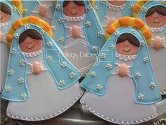 Galletas Virgencita Plis para Primera Comunión María del Mar en Cartagena Baptism Cookies, Baby Shower Cookies, First Communion Cakes, First Holy Communion, Fancy Cookies, Cupcake Cookies, Fondant Icing, Dessert Drinks, Cookie Designs