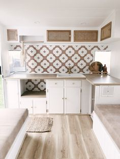 A little persistence, a lot of love, and loads of style see a Viscount caravan transformed. Diy Caravan, Caravan Living, Caravan Decor, Retro Caravan, Small Caravans, Vintage Caravans, Vintage Airstream, Camper Interior, Interior Exterior