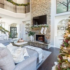 Living Room Themes, Living Room Interior, Home Living Room, Living Room Designs, Frozen Room Decor, Christmas Living Rooms, Beautiful Living Rooms, Fireplace Design, Fireplace Mantle