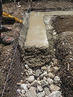 Mesh reinforced concrete footing over rubble trench. This site details how to make a cob home. Mesh reinforced concrete footing over rubble trench. This site details how to make a cob home. Concrete Footings, Reinforced Concrete, Building A Chicken Coop, Building A House, Green Building, Earth Bag Homes, Earthship Home, Greenhouse Plans, Greenhouse Wedding