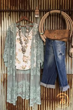 Haute On The Ranch: An Ode to Spring [Style]! – Savannah Sevens Western Chic Source by wildragboutique Fashion outfits Look Fashion, Spring Fashion, Fashion Outfits, 80s Fashion, Fashion 2017, Modest Fashion, Womens Fashion, Fashion Brands, Fashion Online