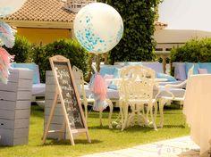 Libro de firmas, decorado con pizarra+lettering, globos grandes, guirnaldas de flecos y lleno de color. -colores-bodas-wedding-librodefirmas #librodefirmas #bodas #boda #weeding #7detemps