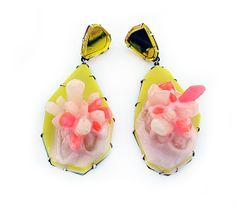 Orecchini - Nikki Couppee - USA - Realizzati in corallo, opali, oro e bubblegum