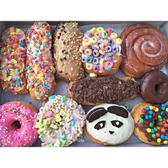 California donuts Delicious Donuts, Delicious Desserts, Yummy Food, Tasty, California Donuts, Weird Food, Food Goals, Donut Recipes, Desert Recipes