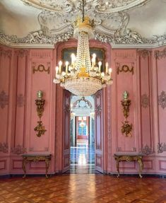 Pink chateau walls . . #deutschland #germany #dusseldorf #art #architecture #benrath #schloss #palace #pink #interior #luxury #royal #chandelier #ceiling http://ift.tt/2h0pz39 ""