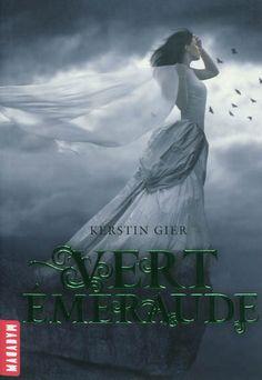 Troisième et dernier tome de la trilogie, dans lequel on retrouve le personnage de Gwendoline. Après Rouge rubis et Bleu saphir, voici Vert ...