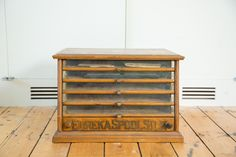:: Excellent quality wooden (likely oak) chest / cabinet antique Victorian era, turn of the century circa 1890, general store Eureka silk spool cabinet (classic 5 drawer) with stunning original glass