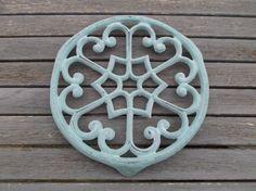 dessous de plat en fonte bleu vert  Blue Green cast-iron dish
