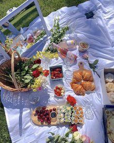 Picnic Date Food, Picnic Foods, Picnic Time, Summer Picnic, Picnic Ideas, Food N, Food And Drink, Comida Picnic, Jai Faim