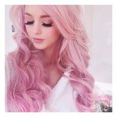 Kocham jej włosy!  Takie pięknie różowe
