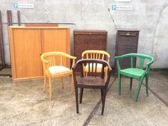 Liebe Vintage-Freunde, in unserem gestrigen Wareneingang befinden sich:     drei Rolladenschränke     vier Armlehnenstühle, davon zwei mit Polster     ein Wandregal String ÄRA, 60er Jahre Interessiert Ihr euch für eines dieser Möbelstücke? Dann kommt schnell vorbei! Unsere Öffnungszeiten sind: Donnerstag bis Samstags von 12-18 Uhr. #Wareneingang #VintageMöbel #VintageFurniture #RetroMöbel #RetroFurniture #Vintage Outdoor Chairs, Outdoor Furniture, Outdoor Decor, Design, Home Decor, Thursday, Friends, Closet, Decoration Home