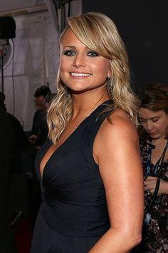Miranda Lambert chose a smokey eye and nude lip for the Grammys