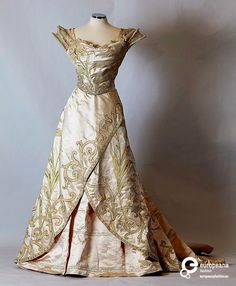 Evening dress, Worth, Paris, a/w 1897. Courtesy Peloponnesian Folklore Foundation, all rights reserved.