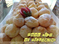 Mini Cream Puffs  http://yumyumbites.blogspot.com/2012/07/hi-tea-buffet-at-swez-brasserie-part-2.html#