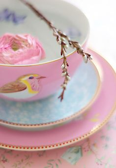 I don't know what the deal is, and why birds and tea go so well together, but it's a match made in heaven, apparently.