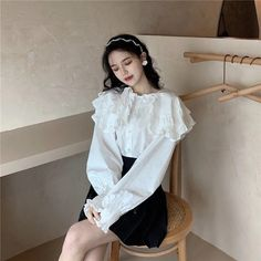 Jugend Mode Outfits, Cute Fashion, Korean Fashion, What To Wear, Fashion Dresses, Bell Sleeve Top, Ruffle Blouse, Hairstyle, Pretty