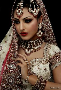 hindu bride; Serran royal fashion